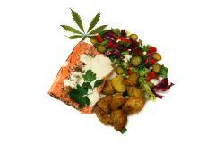 Pstrąg łososiowy z pieczonymi ziemniaczkami i sosem zioło-czosnkowym