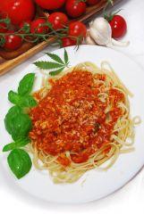 Bavette w mocnym sosie pomidorowym z indykiem i suszem konopi Super Silver Haze